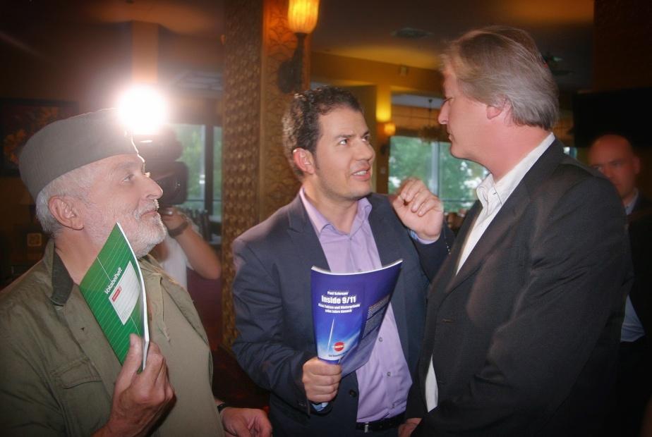 Ob auch Henryk M. Broder zum Prozess kommt? Hier mit Elsässer auf einer COMPACT-Veranstaltung 2011. Foto: SvM