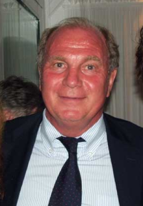 Uli_Hoeness_during_his_talk_with_Peter_Grimberg._2010_year