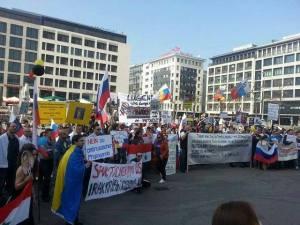 """Demo """"Für den russischen Standpunkt in der Ukraine-Frage"""" am 30.3. in Frankfurt/Main. Foto: Kos Tya"""