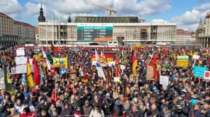 Pegida am Ostermontag in Dresden: 16.500 bejubeln die OB-Kandidatur von Tatjana Festerling