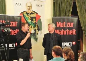 Kubitschek/Elsässer bei COMPACT-Live am 24.9. in Dresden; Foto: Sim