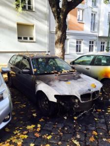 Das abgefackelte Auto von B.v.Storch. Foto: Facebook