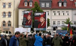 COMPACT-Plakate gestern in Erfurt bei der Demo gegen den Moscheebau. Foto: TA